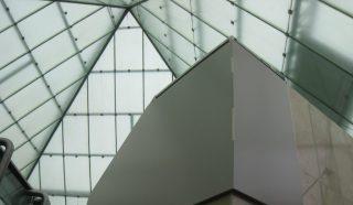 Techo piramidal del C.C. Policentro elaborado con planchas de policarbonato | ALCRISTAL C.A.