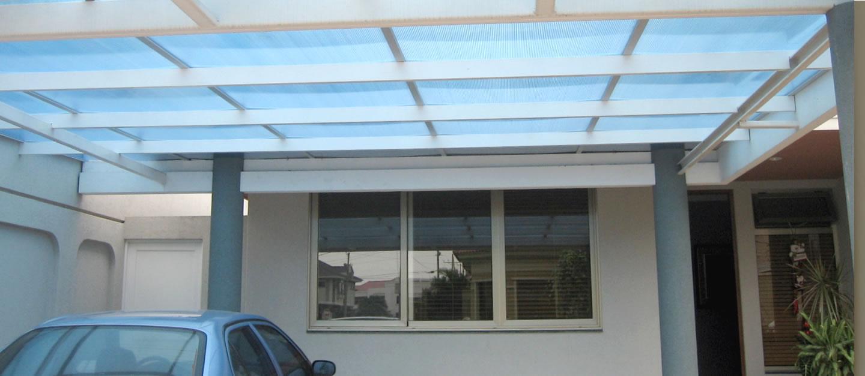 instalación de cubierta de policarbonato en residencias